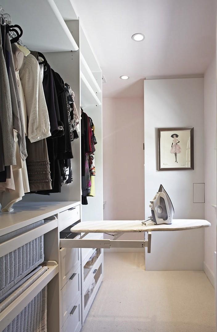 Tabla de planchar en armario empotrado